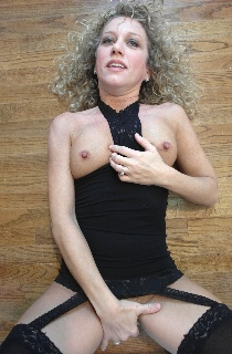 GingerKlixen - Ginger is a dirty blonde pocket sized MILF from Texas and a self confessed porn model slut. The perfect woman