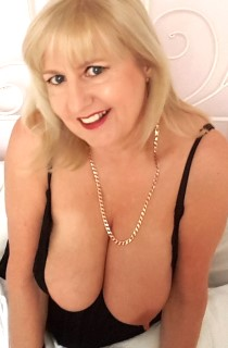 LornaBlu - Formerly known as Charlotte Spencer, Lorna Blu is a sexy and voluptuous British MILF with mouth watering, all natural boobs. A real amateur porn queen in the making