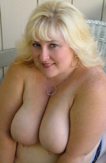 TaffySpanx - This curvy blonde BBW has all the right assetts to leave you drooling for more. A must see for all BBW fans