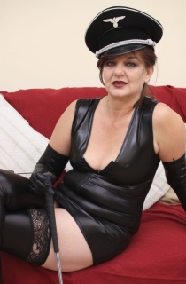 VeronicaJade - Mistress Veronica Jade is a true dominatrix who loves to play with sissys, masochists, slaves and submissives